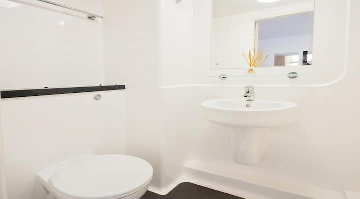Student Only Property: Deluxe Standard Ensuite - LOS 12 months 10% off