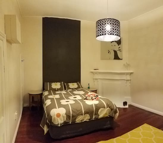 Sunny, character flat not far from town & beach - Wellington - Apartamento