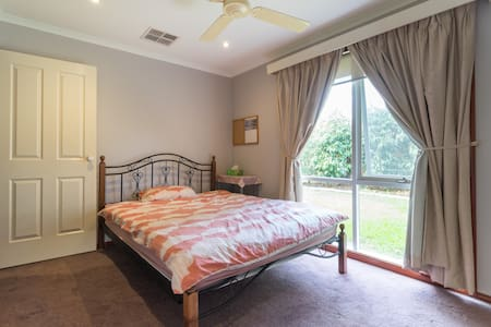 Room with Queen Bed - 2 - Frankston South - Talo