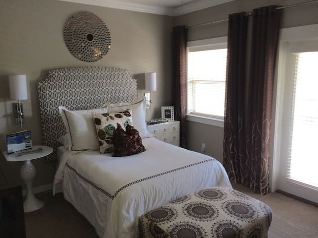 Modern and desirable master suite - Gulf Breeze - Dům