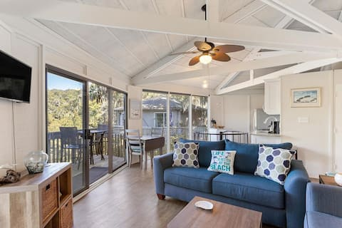 Lagoon Front Beach House- 0.4 Miles from the Ocean
