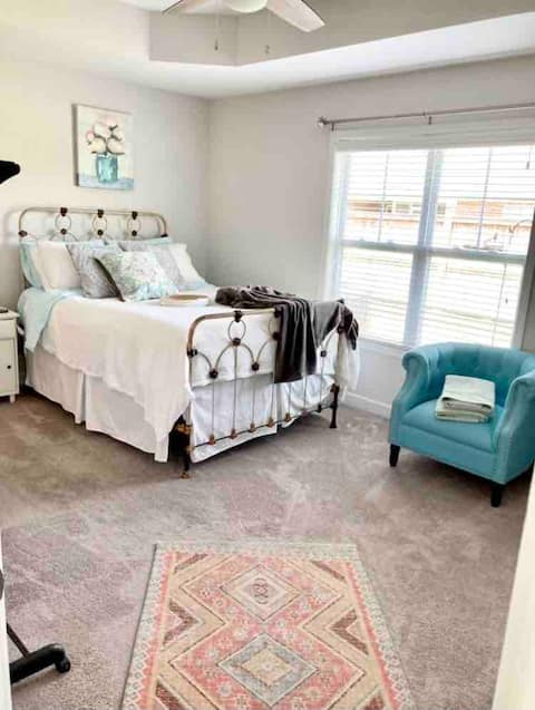 Tranquil Spacious Master close to area attractions