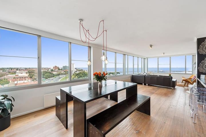 St Kilda penthouse -panoramic Bay and City views.