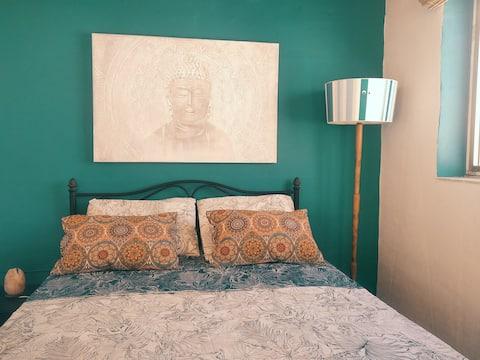 Soveværelse, Badekar R. & Privat terrasse. Hus nær havet