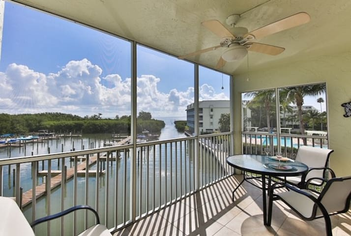 Waterfront Condo! Healthcare Professionals Welcome