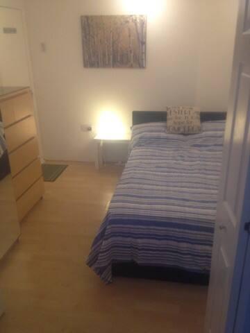 Double Rooms ensuite Bathroom own entrance - Cheltenham - Townhouse