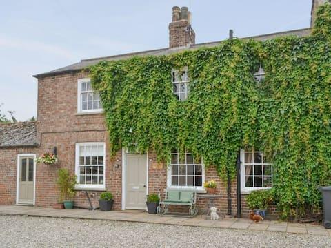 Highbury Farm Cottage with Hot Tub