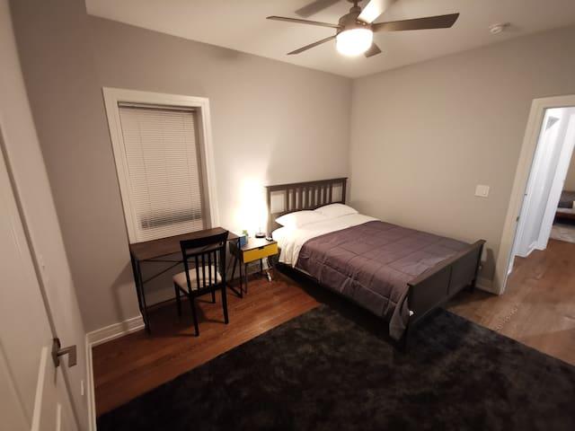 3C2 Comfy Bedroom Close to Chicago & Loyola