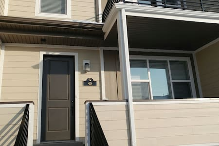2 Bedroom Townhome - Farmington