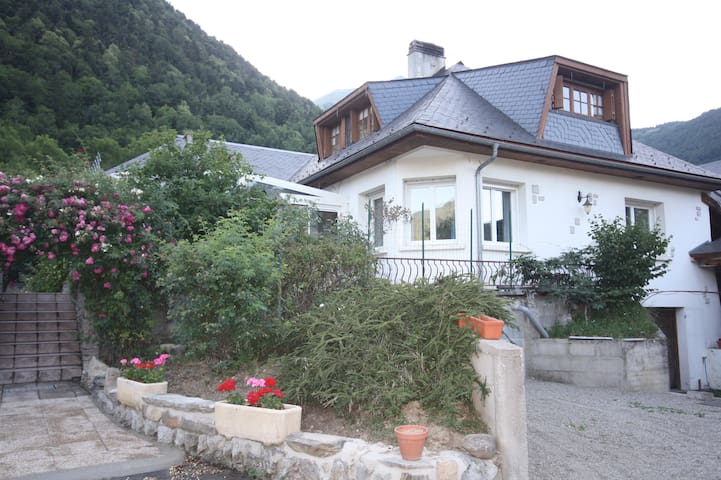 MAISON SPACIEUSE A 5KM ST LARY - Guchen - Huis