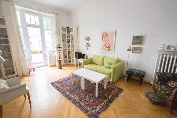Zentrales, ruhiges Zimmer mit Balkon in Eppendorf!