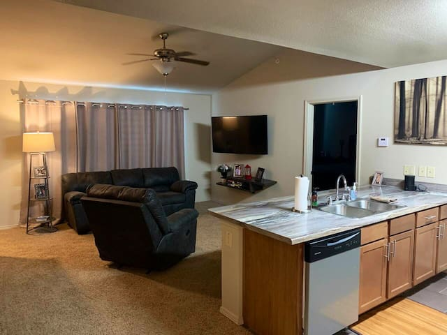 Clean 1 BD in Waco. Only 4 miles from Magnolia.