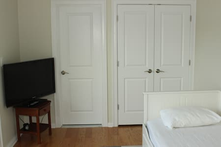 Private room with bathroom in Melrose - Melrose