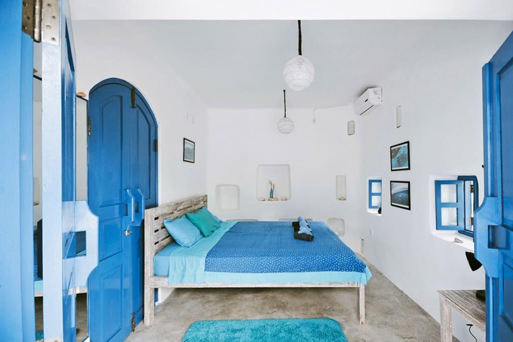 3. Ocen room, typical santorini style, wi-fi, garden view, shared bathroom