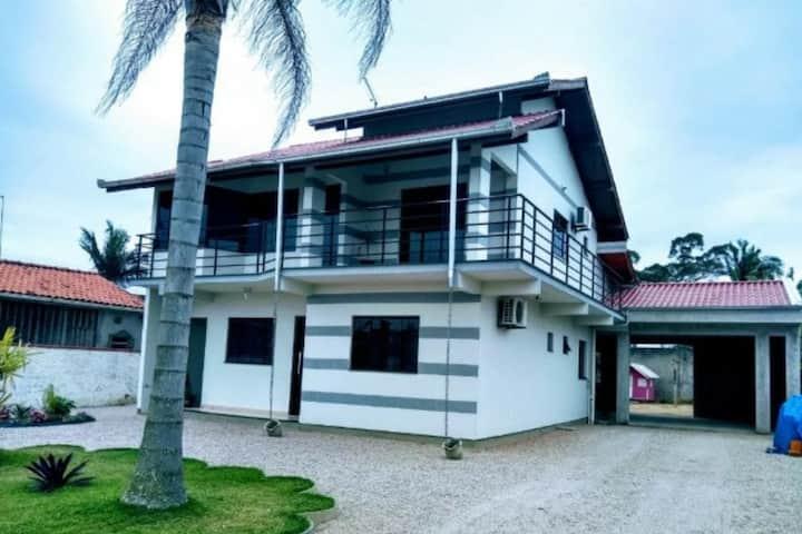 Linda casa com 3 quartos no centro de Nova Iguaçu