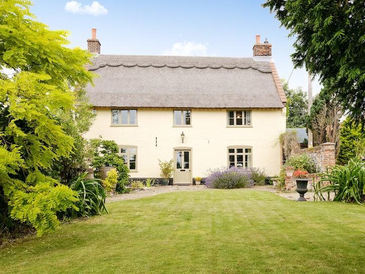 Low Farm Cottage (UKC389)