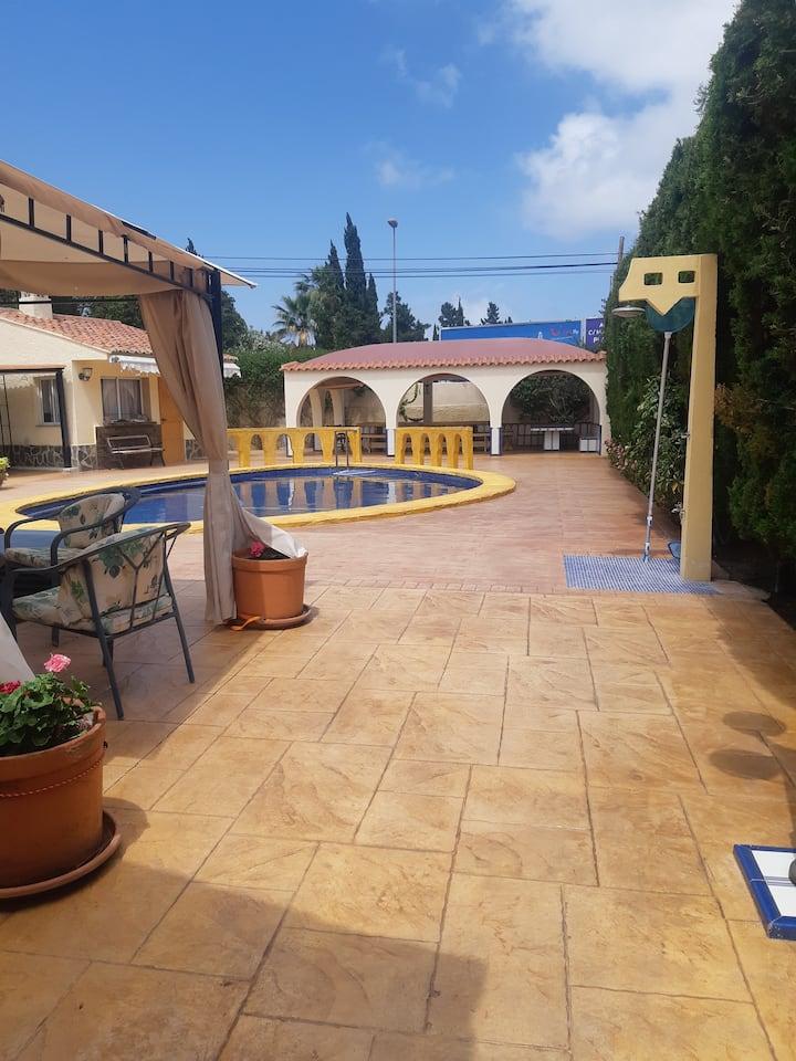 Casa individual, próximo a la Playa de San Juan.