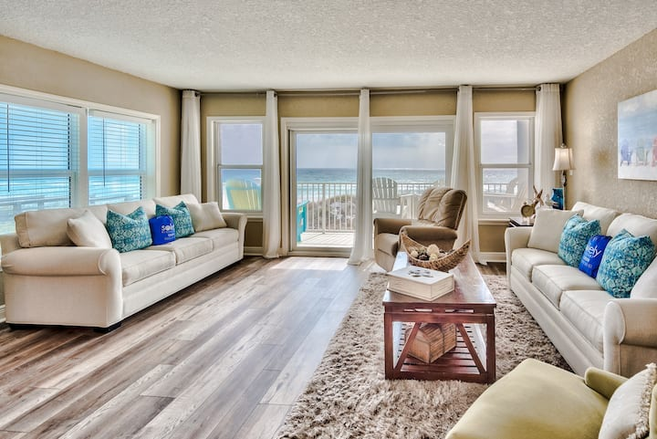 GROUND FLOOR CORNER UNIT RIGHT ON THE BEACH!