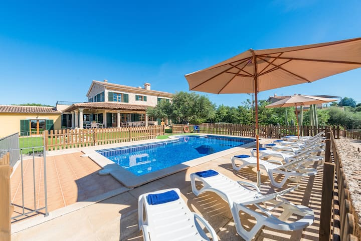 CAN VALERO for 10 in Palma. bbq, pool, WiFi and AC