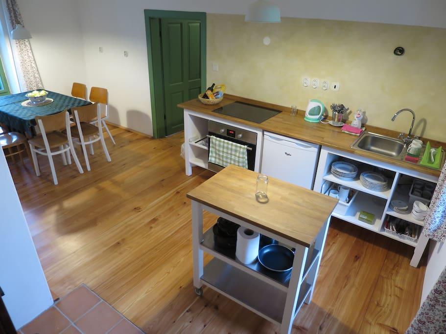 Kuchyň s modřínovou podlahou