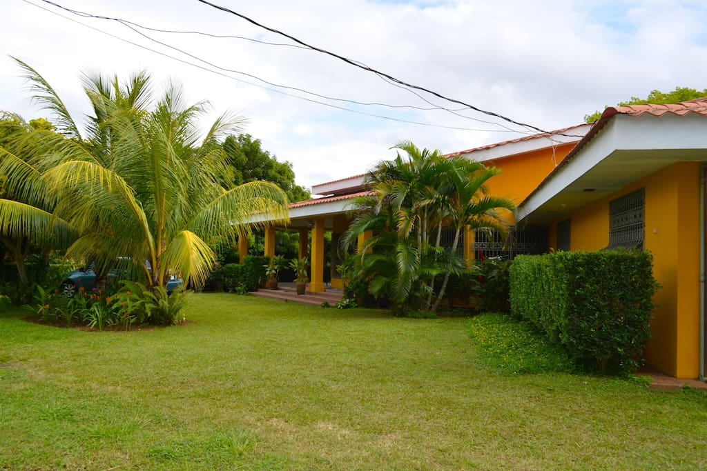 Main house. Only 15 from the airport. 20 minutes to Managua and 15 minutes to Granada. Masaya is only 5 minutes.