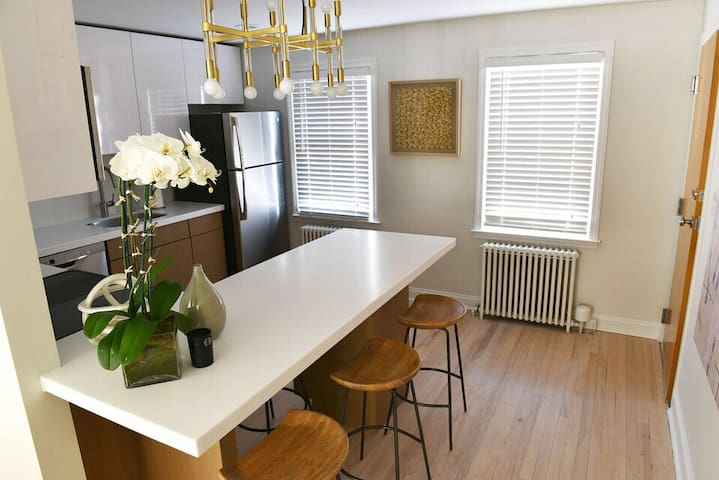 Chic West Hartford Center Apartment - West Hartford - Apartemen