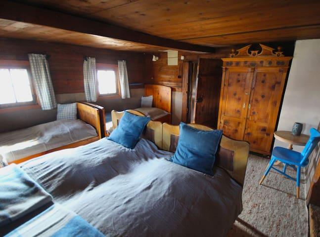 Das blaue Zimmer mit 4 Schlafplätzen.