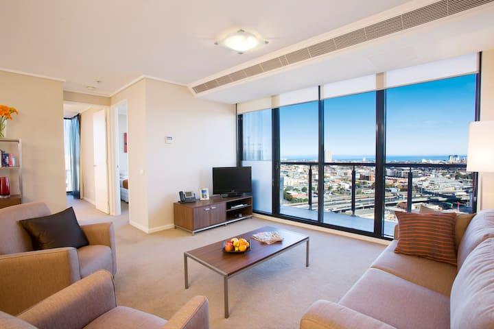 3 Bedroom, 2 Bathroom Apartment - Southbank - Byt