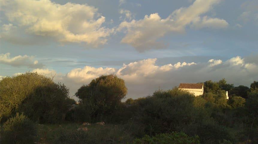 Amplia habitación en el campo, Menorca. - Sant Lluís - Dům