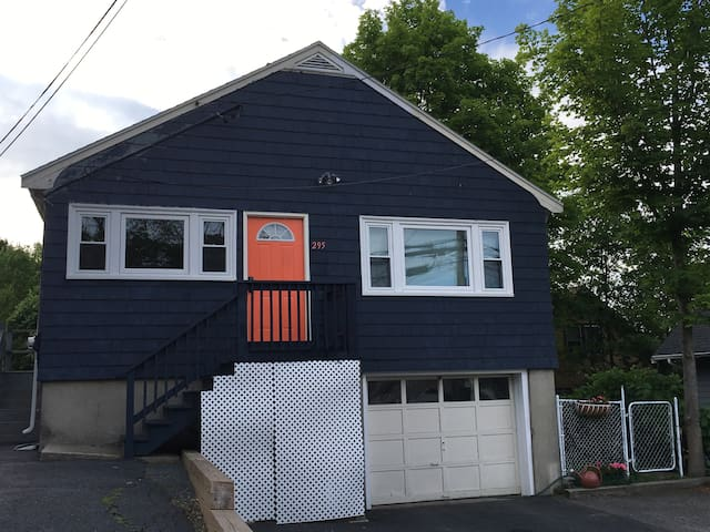 Cute 4 Bedroom Sleeps 17 Only 15 Min To Boston Houses For Rent In Boston
