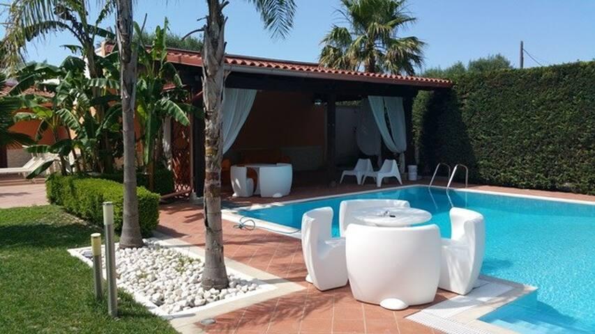 Mini appartamento   indipendente   con piscina