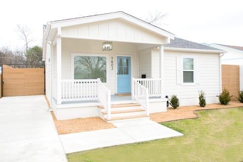 The Blue Door Cottage NUEVO Todo 2 camas/1 baño