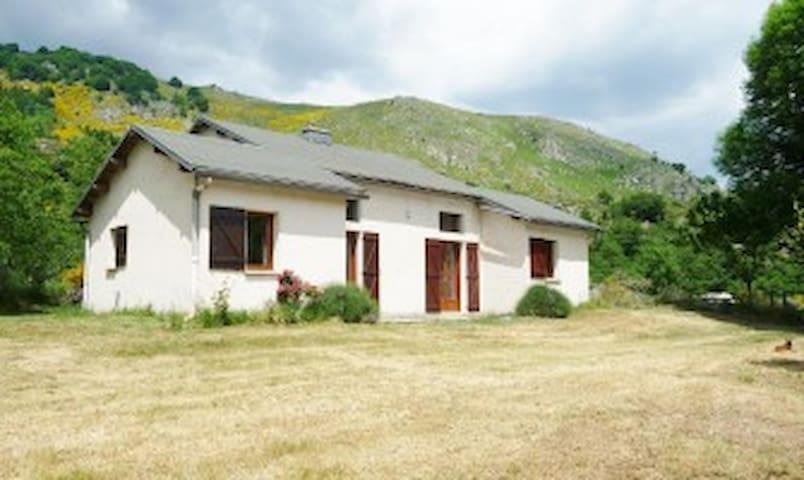 Gite rural 1814 en pleine nature, cadre magnifique - Dourbies - Casa