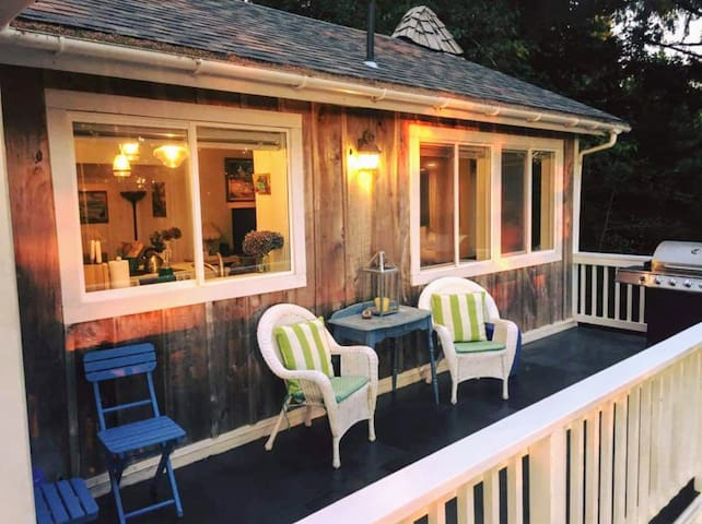 RIDGECREST COTTAGE  Spa, Dog Friendly, Fire Pit