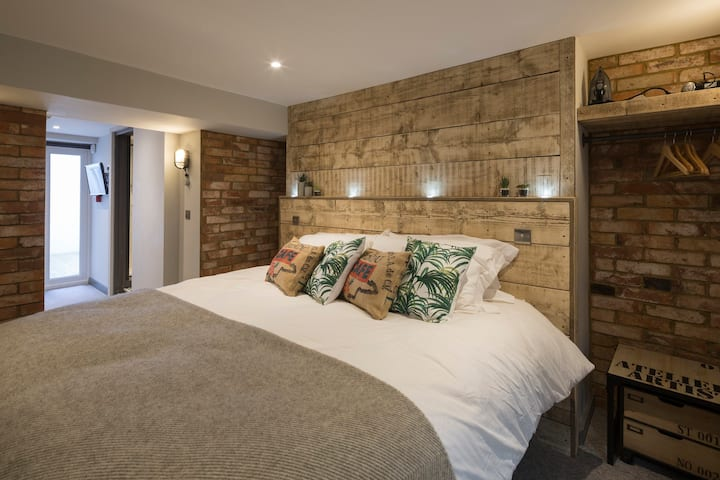 The Courtyard Suite - One Broad Street