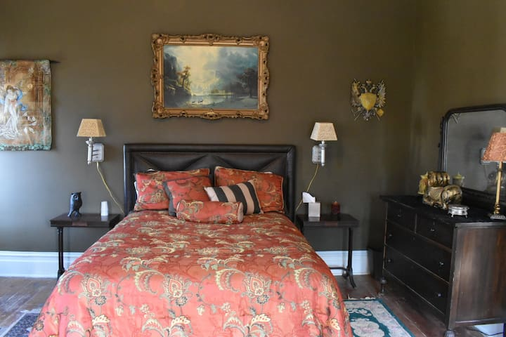 BellaDonna Inn Bed & Breakfast - Mystic Rose Room