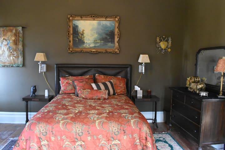 BellaDonna Inn Bed & Breakfast - Mystic Rose Room