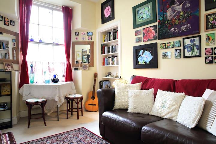 Artist's flat near Edinburgh Castle