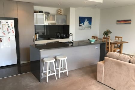 Stylish room in spacious, modern CBD apartment - Canberra - Appartement