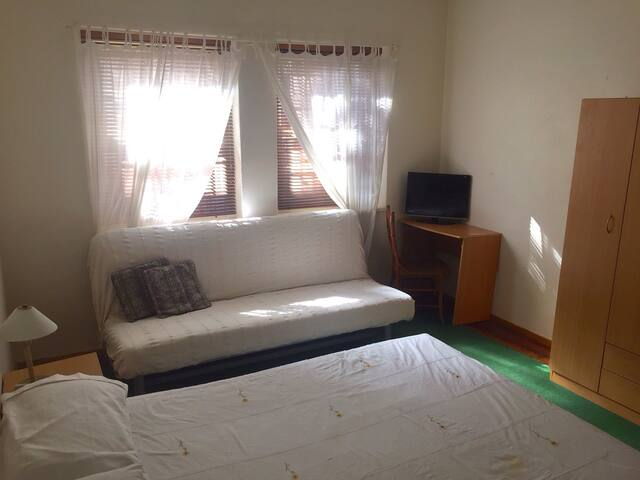 Extra large room in harbourside suburb near city