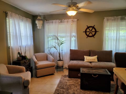 Quiet 1 B/B retreat minutes from the beach, steps from the inlet, and located in center of a bird sanctuary