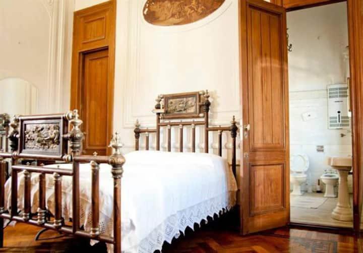 En-Suite bedroom in a mansion - Maison Lezama