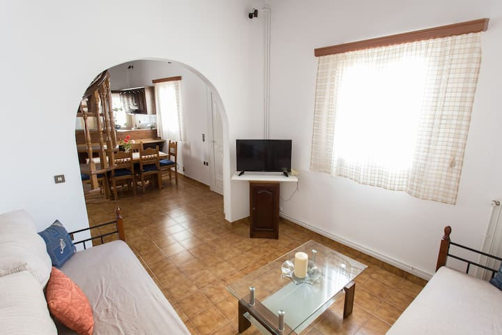 Spacious 3 bedroom house with private balconies