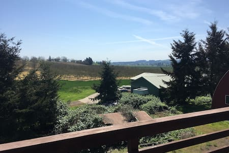 Wine Country Horse Barn with Spectacular Views - Hillsboro
