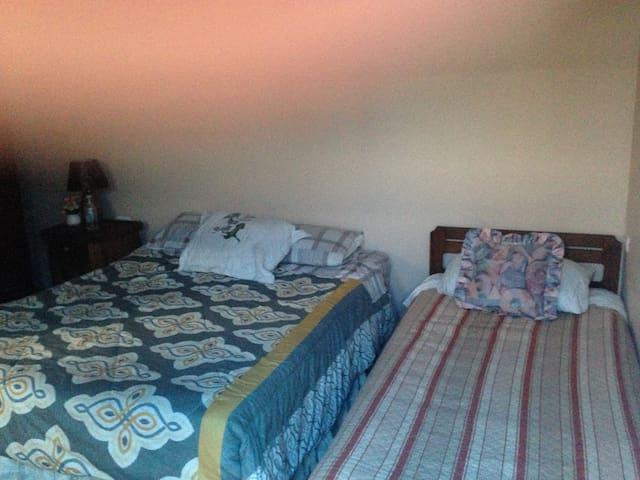 Cómoda habitación en casa de familia