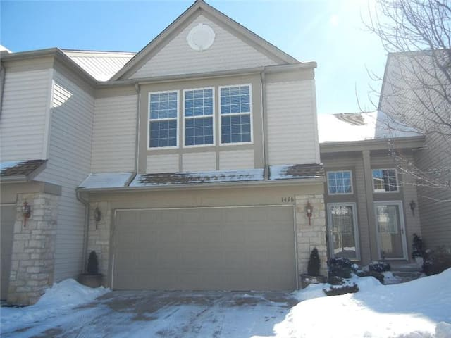Perfect for RNC 2 Bedroom 2.5 Bath Townhouse - Broadview Heights - Townhouse
