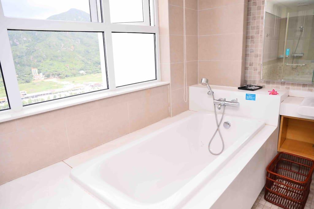 超大浴室,泡澡看最美山海景致