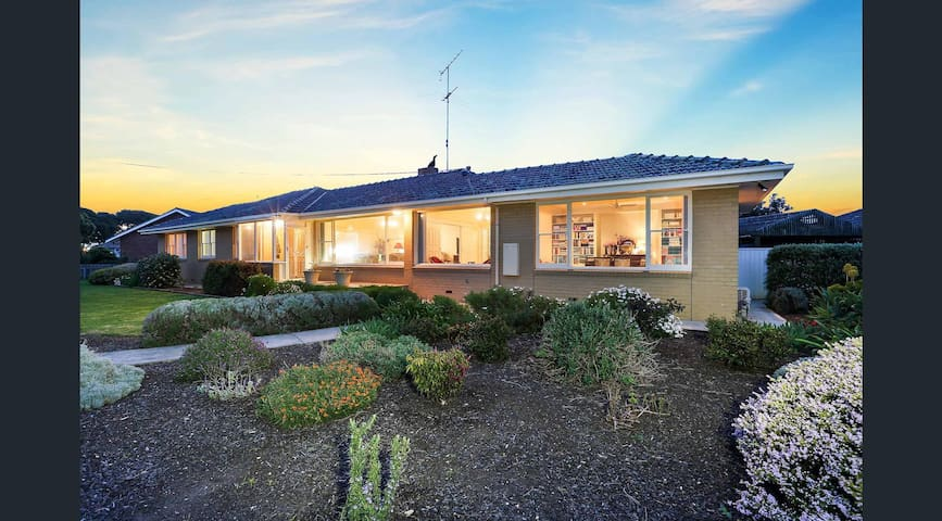 Luxury Stay on The Esplanade nearby Avalon Airport