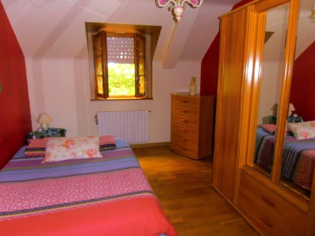 la chambre : spacieuse et confortable.