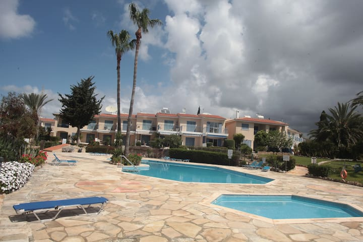 Apartment with pool, balcony near to Kato Paphos